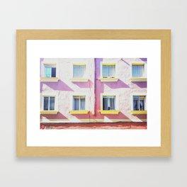 La vida es de color de rosa Framed Art Print