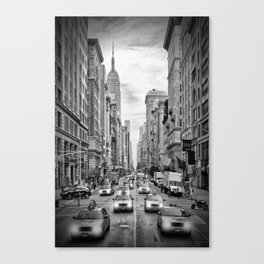 NEW YORK CITY 5th Avenue Traffic | Monochrome Canvas Print