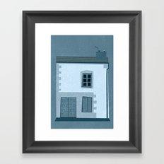 La maison et l'oiseau Framed Art Print