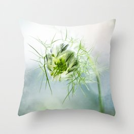 Nigella, Tarhaneidonkukka Throw Pillow