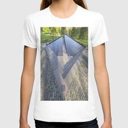 Canadian war Memorial Green Park London T-shirt