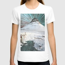 Iceland Night Kirkjufell Arrowhead mountain T-shirt