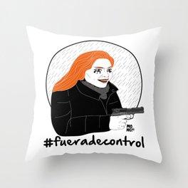Fuera de control Throw Pillow