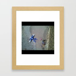 Robot spill Framed Art Print