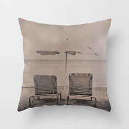 The loneliness of the deck chairs - La soledad de las tumbonas Throw Pillow