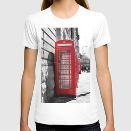 """""""Classic Britain"""" Telephone Booths T-shirt"""