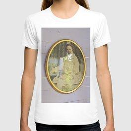 Lady portrait in golden frames T-shirt