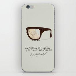 Salvador Allende Lente - TrincheraCreativ iPhone Skin