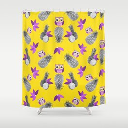 Owls likes pineapple! Shower Curtain