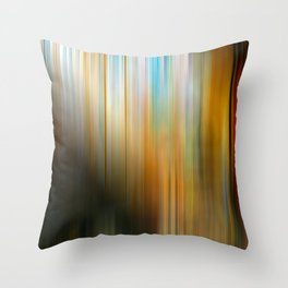 A las sombras del mercado Throw Pillow