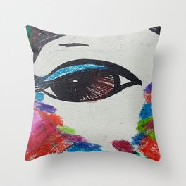 My eyes on you Throw Pillow