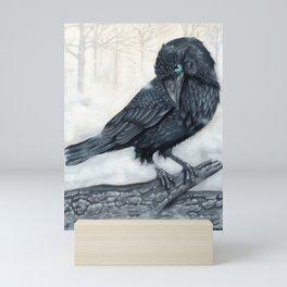 El ve a través del cuervo y controla la niebla Mini Art Print