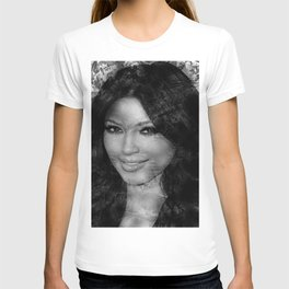 KIM KARDASHIAN (BLACK & WHITE VERSION) T-shirt