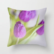 Tulipanes morados.  Throw Pillow