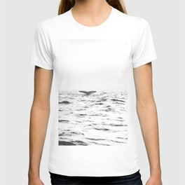 WHITE - SEA - WAVES - WATER - WHALE - NATURE - ANIMAL - PHOTOGRAPHY T-shirt
