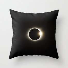 eclipse diamond ring Throw Pillow