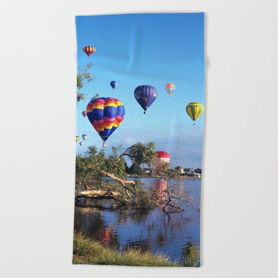 Hot air balloon scene Beach Towel