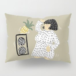 Woman dancing with pineapple Pillow Sham