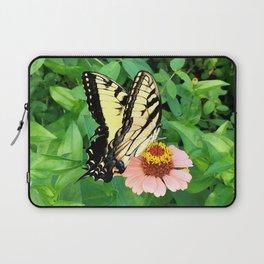 Butterfly on Zinnia 4 Laptop Sleeve