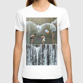 Rare meplayanan yeh (anak anak bermain air, children playing with water) T-shirt