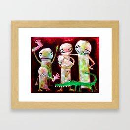 Retrato de familia caníbal con mascota cocodrilo Framed Art Print