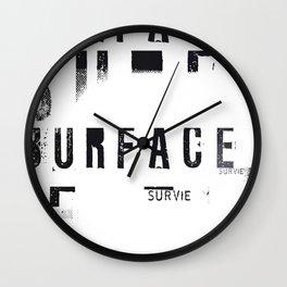 « survie en blanc » Wall Clock