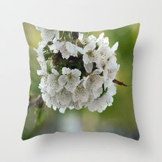 Cluster Fuhlowers. Throw Pillow