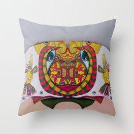 Simetria de un rostro Throw Pillow