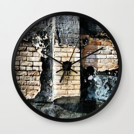 Hole In The Wall, Leaking Wall Clock