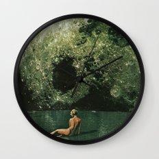 Quel giorno che arrivò la luna al lago mi stavo facendo il bidet Wall Clock