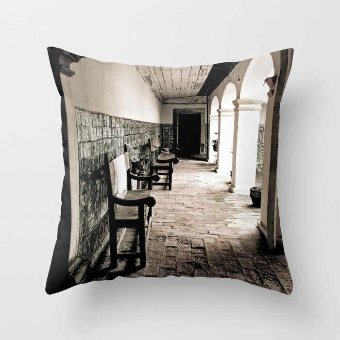 in need of rest Throw Pillow