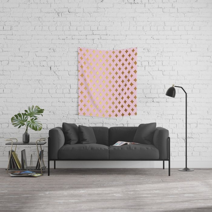 Queenlike - pink and gold elegant quatrefoil ornament pattern Wall Tapestry