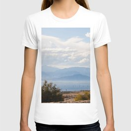 Salton Sea Mountain Lake Lanscape Coastal Beach Colored Print T-shirt