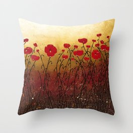 Campo Florido Throw Pillow