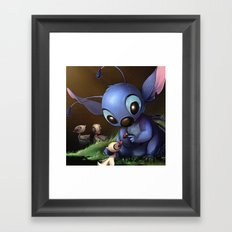 LILO E STITCH: CUTE STITCH PLAYING Framed Art Print