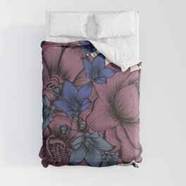 Beautiful pattern design with flowers in vintage style Comforters