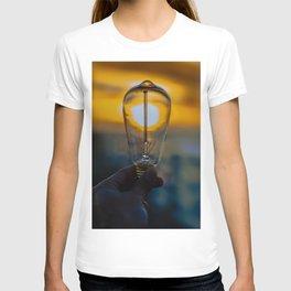 Light bulb on the sun T-shirt