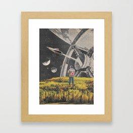 a l i e n ? Framed Art Print
