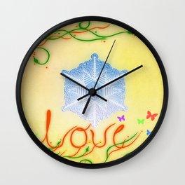 LOVE. Mensajes del agua Wall Clock