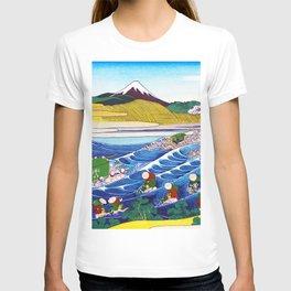 Mount Fuji, Tokaido Kanaya no Fuji, Fuji at Kanaya on the Tokaido Road, Restored Antique Ukiyo-e Color Japanese Woodblock Print T-shirt