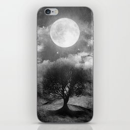 Black and white - Once upon a time... The lone tree. iPhone Skin