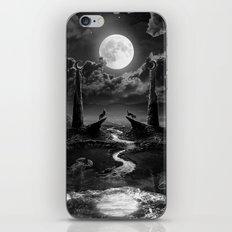 XVIII. The Moon Tarot Card Illustration iPhone & iPod Skin