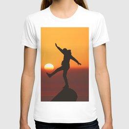 She Kicks the Sun (Color) T-shirt