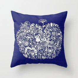 Break the cocoon - 破繭 Throw Pillow