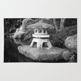 Stone lantern in Japanese Zen Garden Rug
