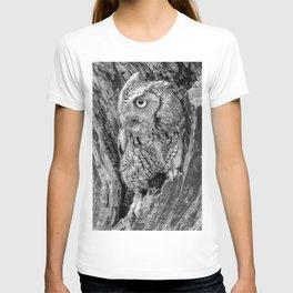 Echo the Screech Owl by Teresa Thompson T-shirt
