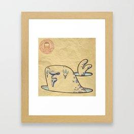 Foca con pesce Framed Art Print