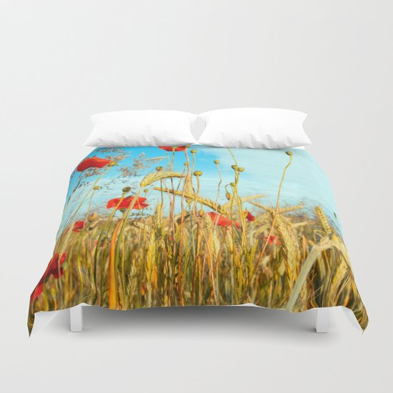 Lying in the cornfield, let your soul Duvet Cover
