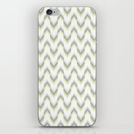 Delicate zigzag pattern. iPhone Skin