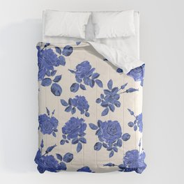 Seamless blue roses pattern Comforters